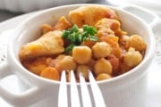 Chicken and chickpeas with spicy tomato sauce