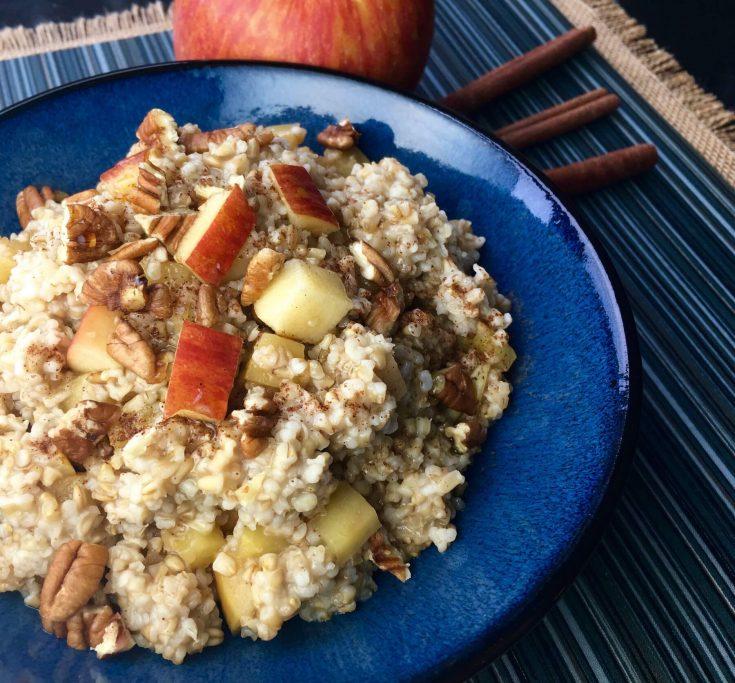 Slow Cooker Apple-Cinnamon Oats