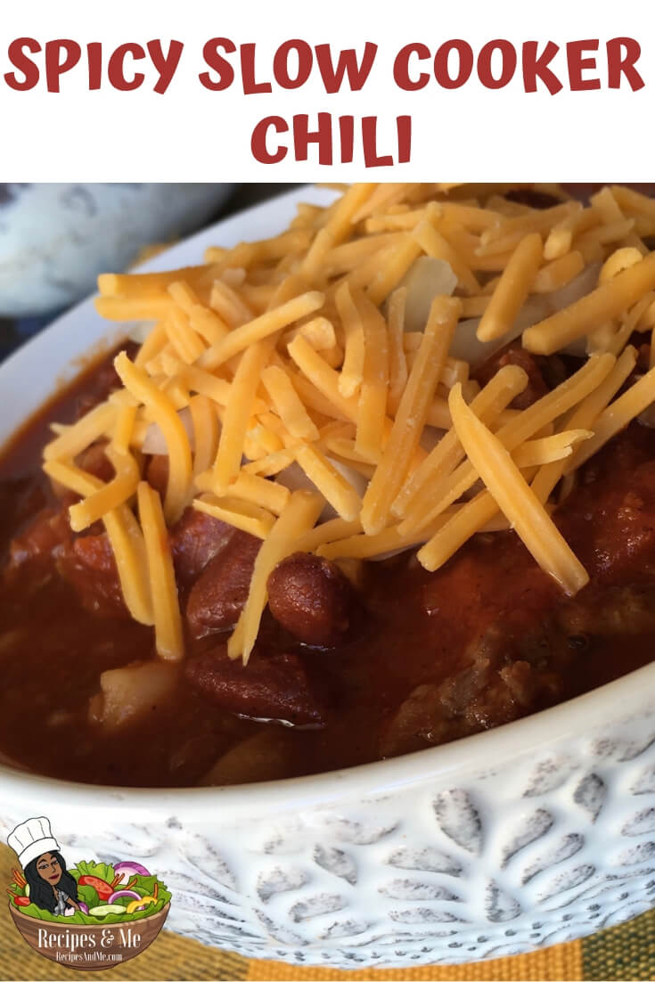 This slow cooker chili gets a nice boost of flavor by using a combination of spicy and sweet pork sausage, rather than plain ground beef. #recipes #Healthy #Dinner #lunch #slowcooker #chili #cooking #simple #mealprep #Easy
